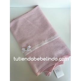 Toca rosa y blanca Paz Rodríguez